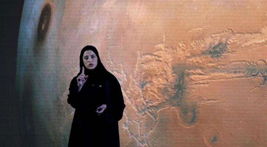 এই নারীর নাম সারাহ আল-আমিরি। ছবি : ডিডব্লিও